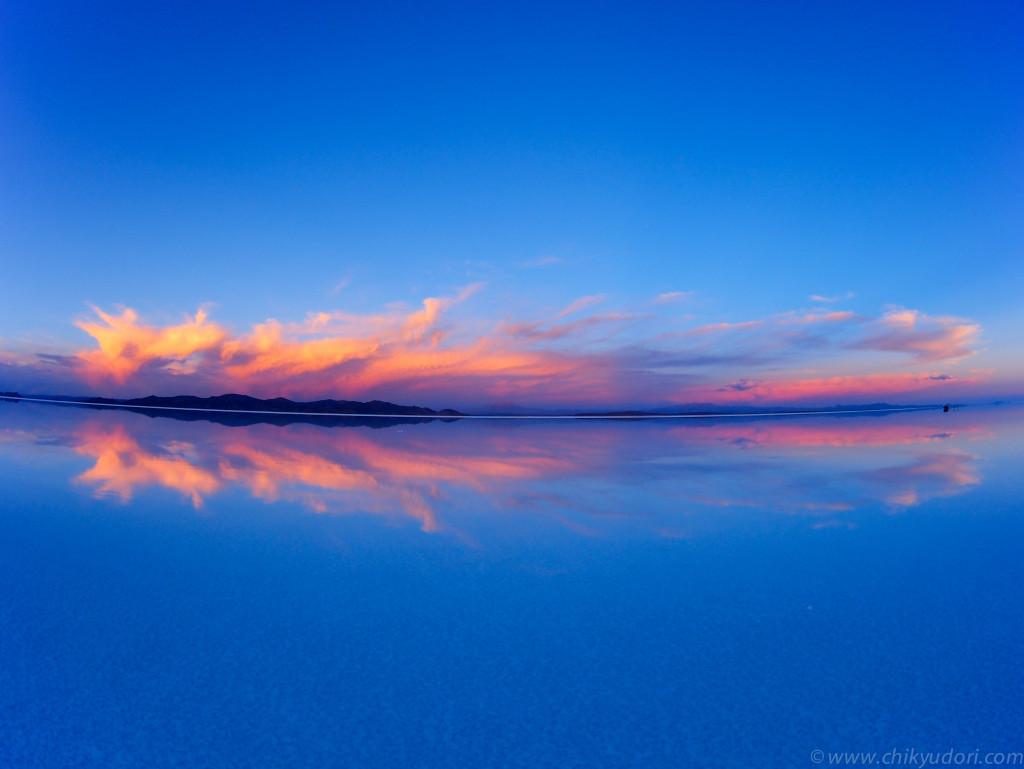 ウユニ塩湖の鏡張りのHDR